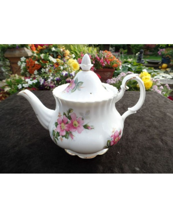 (SOLD) ROYAL ALBERT PRAIRIE ROSE VINTAGE TEAPOT